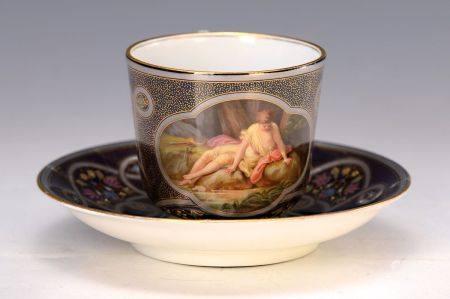 Tasse mit Untertasse, Meissen, um 1890, kobaltblauer Fond, Watteau-Szene, [...]