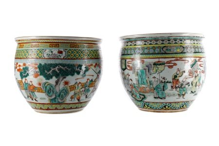 A PAIR OF EARLY 20TH CENTURY CHINESE FAMILLE VERTE FISH BOWLS/PLANTERS