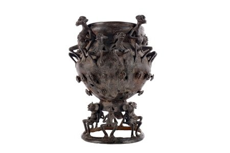 AN EARLY 20TH CENTURY AFRICAN BALUSTER SHAPED VESSEL