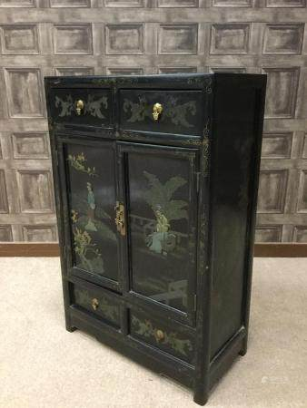AN EARLY 20TH CENTURY CHINESE PAINTED AND LACQUERED CABINET