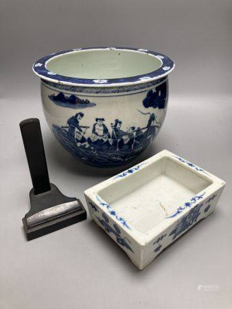 Two Chinese blue and white items