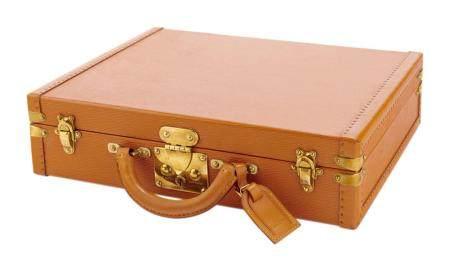 LOUIS VUITTON n° 974974. Valise attaché case en cuir épi et cuir beige, serrure et fermoirs en