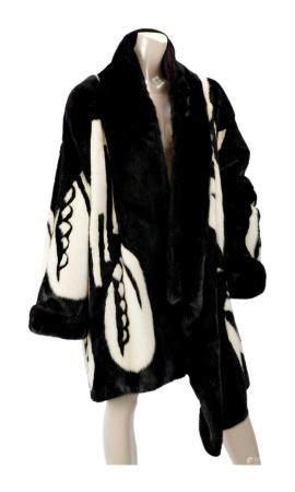 CHRISTIAN DIOR BOUTIQUE par John Galliano. Manteau 7/8 en vison noir et patchwork de vison blan