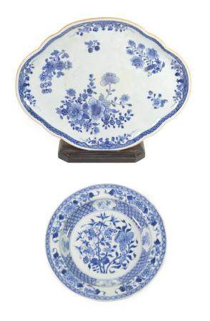 A Chinese Porcelain Stand, Qianlong, of lobed oval form, painted in underglaze blue with