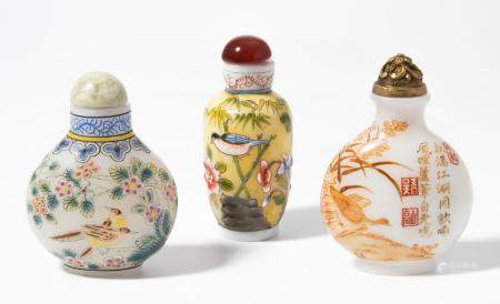 LOT 3 GLAS SNUFF BOTTLES
