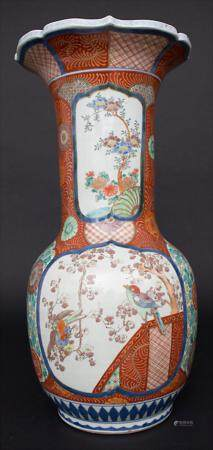 Bodenvase mit Vogel-Blütendekor / A floor vase with birds and flowers, China, um 1900