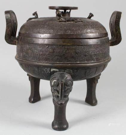 Bedeutendes, großes Speisegefäß 'ding', China, Zhou-Dynastie (11.- 256. Jh. v. Chr.)