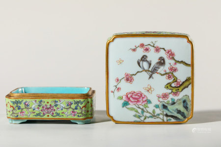 Chinese Famille Rose Porcelain Cover Box, Marked