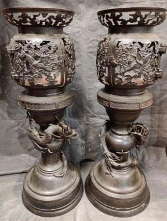 Pair of Japanese Bronze Lantern w Dragon