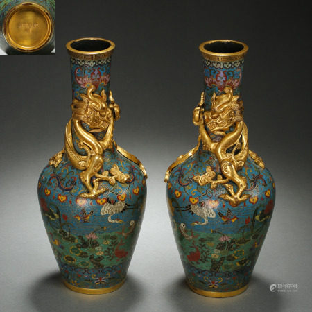 A PAIR OF CHINESE QING DYNASTY CLOISONNE BOTTLES WITH DRAGON PATTERN
