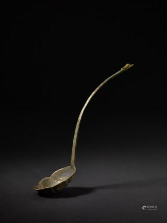 唐 銅局部鎏金鏨刻花鳥紋勺
