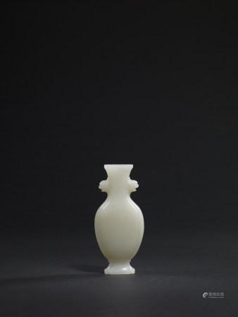 清 白玉雙獸耳海棠形瓶