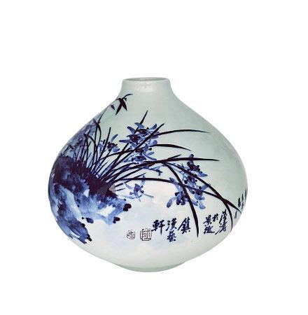 陸濤(國大師) 青花蘭竹小口瓶