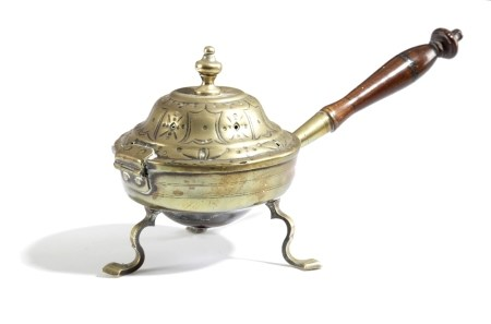 AN 18TH CENTURY BRASS BURNER OR WARMER POSSIBLY DUTCH, C.1740 the hinged pierced lid decorated