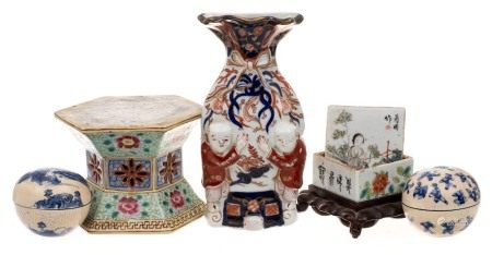 A mixed lot of Oriental porcelain: including a pair of Chinese blue and white soft paste small