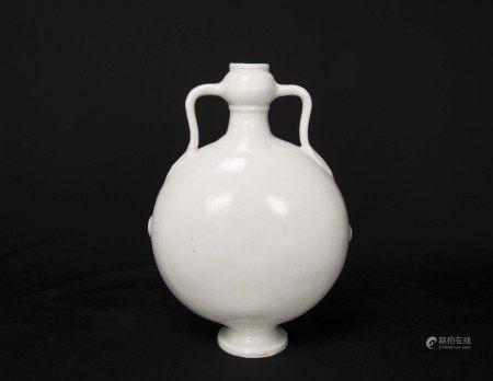 明永樂-甜白釉暗刻龍紋抱月瓶