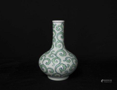 明代-「大明成化年製」款青花綠彩荸薺瓶