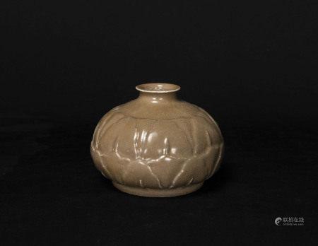 宋代-越窯花形小罐