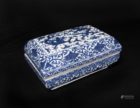 明代-「大明嘉靖年製」款青花龍紋鏤空蓋盒