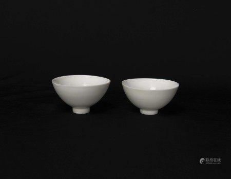 明永樂-暗刻八寶紋甜白釉蓮子碗一對