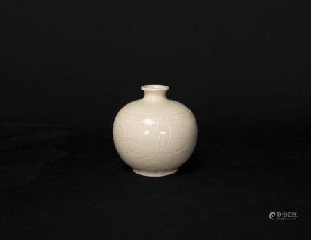 北宋-定窯畫花小瓶