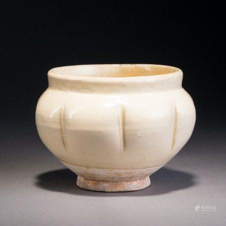 唐 白釉瓜棱鉢