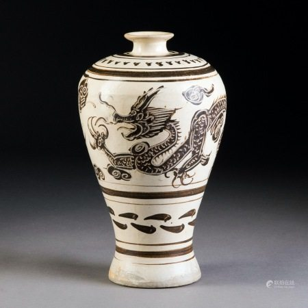 元 磁州窯褐彩刻花龍紋梅瓶