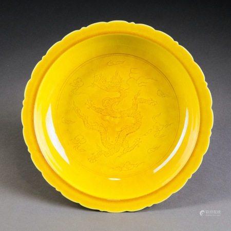明弘治 黃釉雲龍紋盤