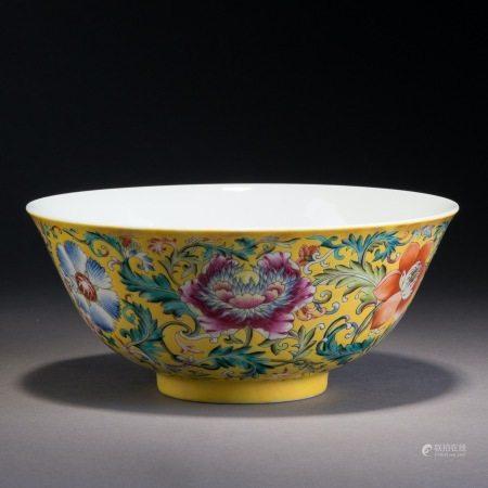 清道光 琺琅彩纏枝花卉紋碗