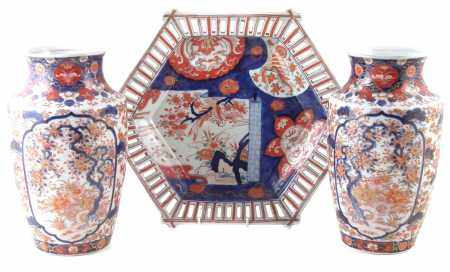 Pair of Japanese imari vases and a charger