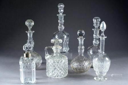 Collection de sept Carafes et Carafons.