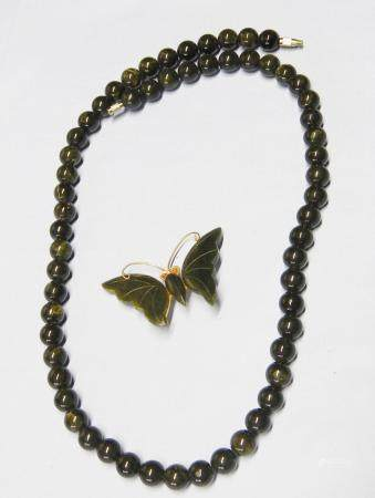 Sautoir (longu env. 60cm) avec broche papillon, jade, ensemble