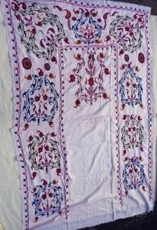 Suzani, soie sur coton, environ 100 ans, environ 222x140cm
