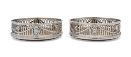 A PAIR OF GEORGE III SILVER WINE COASTERS MARK OF ROBERT HENNELL, LONDON, 1773