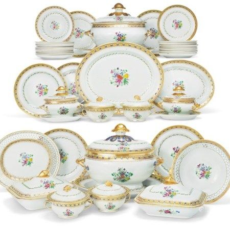 A LARGE FAMILLE ROSE AND GILT DINNER SERVICE CIRCA 1800
