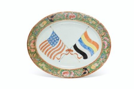 A RARE PLATTER WITH THE FLAGS OF THE UNITED STATES OF AMERICA AND THE REPUBLIC OF CHINA REPUBLIC PERIOD, CIRCA 1912-1928