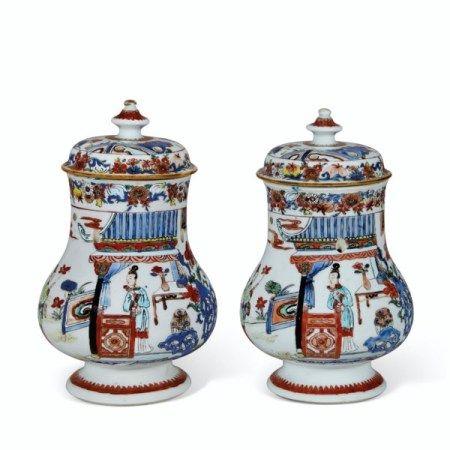 A PAIR OF VERTE-IMARI POT-POURRI JARS AND COVERS KANGXI/YONGZHENG PERIOD, CIRCA 1720-1730