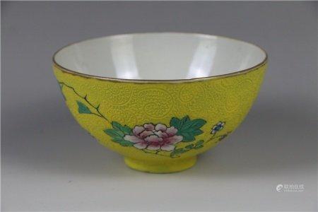 Powder enamel bowl with yellow glaze pattern 粉彩黄釉纹碗