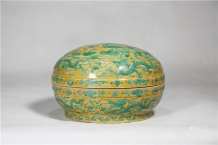 Box with yellow and green colour dragon-grain lid 黄地绿彩螭龙纹盖盒