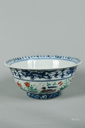 Colorful mandarin ducks play in large water-grain bowls 五彩鸳鸯戏水纹大碗