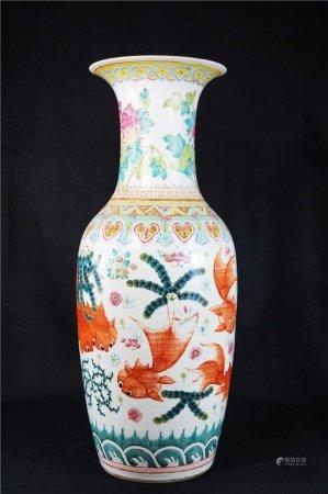 Fight color fish grain bottle 斗彩游鱼纹赏瓶