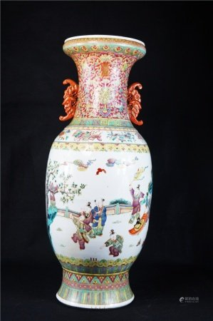 Powder enamel vase with character story design 粉彩人物故事纹赏瓶