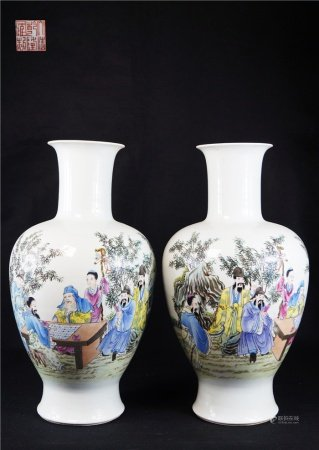 A pair of pictographic character story olive bottles 斗彩人物故事橄榄瓶一对