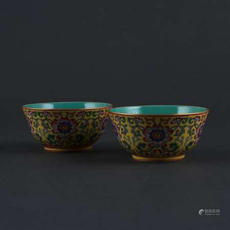 A pair of small gilt bowls with yellow ground famille