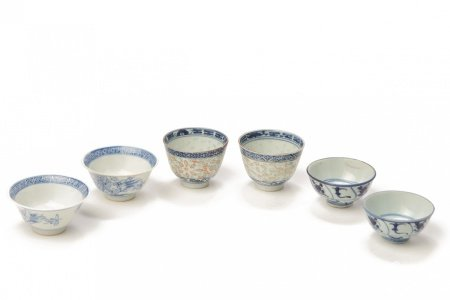 THREE PAIRS OF CHINESE BLUE & WHITE PORCELAIN TEA BOWLS
