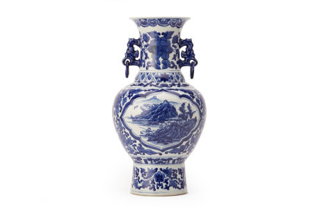 A TWIN HANDLED BLUE & WHITE BALUSTER VASE