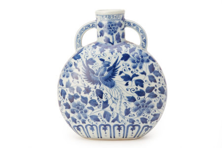 A MING STYLE BLUE AND WHITE PORCELAIN MOON FLASK