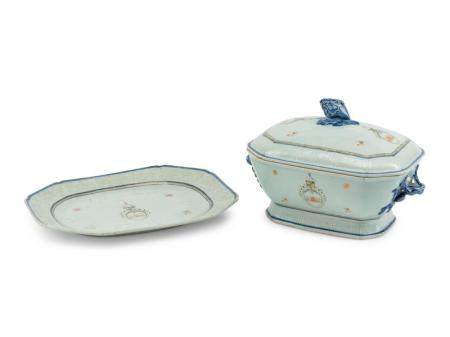 A Chinese Export Porcelain Tureen and Tray