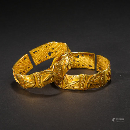 A PAIR OF PURE GOLD BRACELETS, QING DYNASTY, CHINA