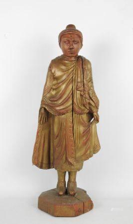MOINE DEBOUT en bois sculpté doré. Haut.: 66 cm. (fentes).